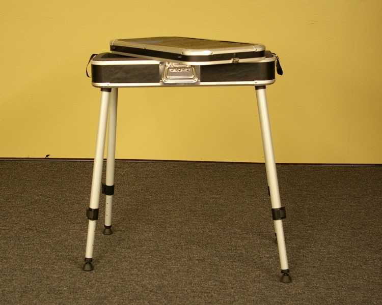 Case-Table with telescoping legs